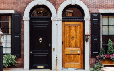 Personalizando la entrada a casa: herrajes de puertas